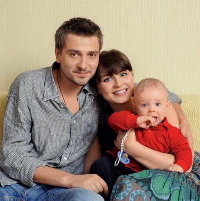 На фото - Полина Гагарина и Дмитрий Исхаков. Сначала они...